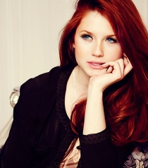 Picture used for Visual Inspiration for the character Shandi Martin, in  Legacy of the Wolf. (Actress: Bonnie Wright)