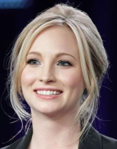 2 Karly Stephens (Candice Accola)
